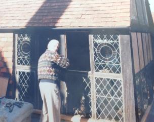 Ronald Buckingham fitting leaded lights heritage